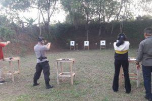 Saat Kajari, Kapolres, dan Dandim Lampura Berlatih Menembak