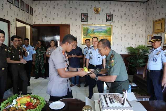 Ultah ke 44, Kapolres Lampung Utara Dapat Kejutan