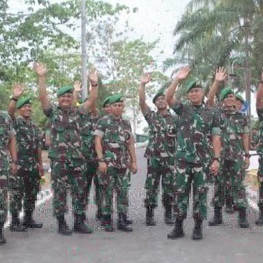 Danyonif 143/TWEJ Mayor Inf Triano Iqbal Pimpin Pelepasan 5 Bintara dan Tamtama Alih Tugas