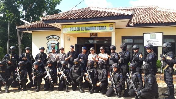 Brimob dan Polres Lampura Rutin Patroli demi Keamanan Warga