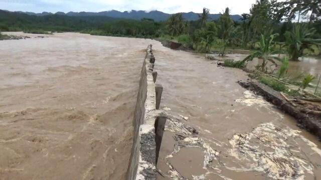 Tanggul Way Semaka Jebol, Seratusan Rumah Terendam Banjir
