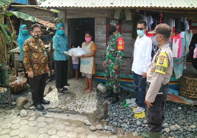TP-PKK Kabupaten Tanggamus Salurkan Bantuan Sembako