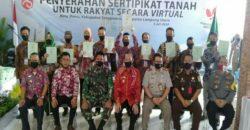 Wakil Bupati Tanggamus Hi.A.M Syafi'i Menyerahkan Sertifikat Tanah Secara Virtual