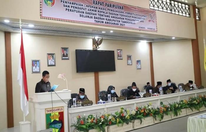 Bupati Hj. Dewi Handajani Menghadiri Rapat Paripurna DPRD Tanggamus