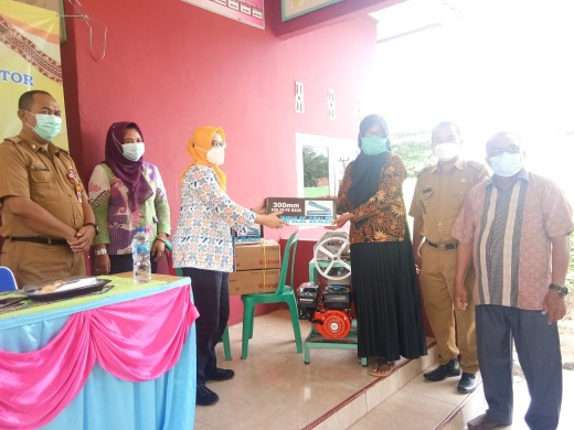 Dalduk KB Lampung Utara Berikan Bantuan Alat Teknologi di Desa Buring