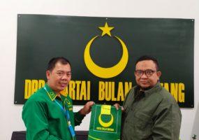 Agus Setiawan Terima SK, Pimpin DPC Partai Bulan Bintang Lampung Utara