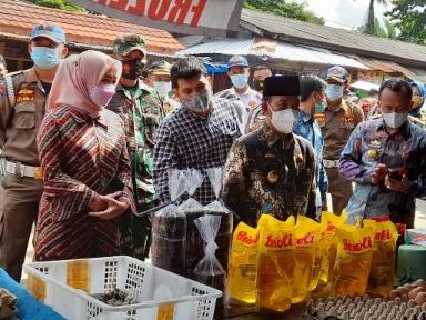 Cek Stok Pangan dan Harga, Bupati Lampura Sidak Pasar  Sentral, Hasilnya?