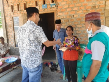 Mulia, Komunitas Jumat Berbagi (KJB) Lampung Utara Bantu Janda Korban Kebakaran